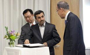 """Le président iranien Mahmoud Ahmadinejad a condamné lundi les puissances occidentales présentes au Conseil de sécurité des Nations Unies qui """"violent les droits et libertés d'autres nations"""" en imposant des sanctions à l'Iran contre son programme nucléaire."""