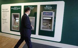 La banque TSB refait son apparition lundi au Royaume-Uni: pour respecter ses engagements vis-à-vis de la Commission européenne, Lloyds Banking Group a décidé de ressusciter une marque vieille de 200 ans, avec une cotation programmée pour 2014.
