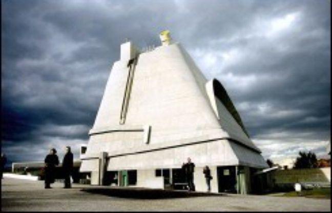 L'ouverture, dès vendredi, de l'église Saint-Pierre conçue par Le Corbusier, dont la première pierre avait été posée en 1970 à Firminy (Loire), marque l'achèvement du plus important ensemble urbain en Europe du célèbre architecte.