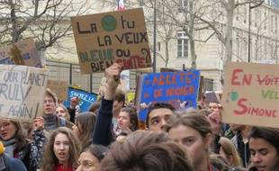 Des jeunes lors d'une grève pour le climat, en France.