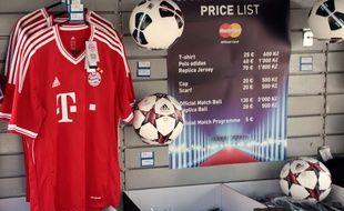 Illustration: Des maillots du Bayern Munich au Soccer Stadium Eden de Prague, en République Tchèque, le 30 août 2013.