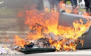 Illustration d'un feu de poubelle, ici à Rennes.