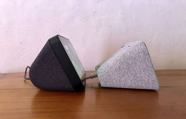 A gauche, l'Amazon Echo Show 5; à droite, le Lenovo Smart Clock.
