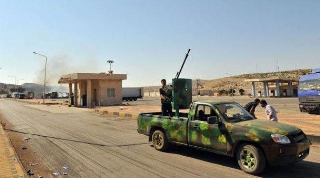 """Dans la province syrienne de Hama, l'appel a retenti dans certaines mosquées vers 03H00 vendredi: le mois de jeûne du ramadan a commencé. Et """"ça va être dur!"""", prédisent les combattants rebelles qui affrontent les forces gouvernementales par plus de 40°C à l'ombre. – Bulent Kilic afp.com"""
