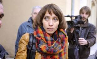 Irina Belenkaïa, la mère de la petite Elise, arrive au tribunal de Tarascon, le 30 octobre 2012.