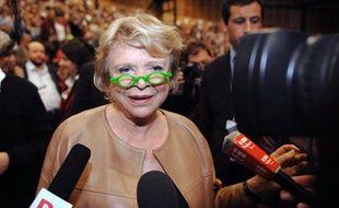 """L'ex-candidate d'EELV à la présidentielle Eva Joly a accusé jeudi le ministre de l'intérieur Manuel Valls de faire """"du mal à la gauche"""", après la grave blessure d'un manifestant d'ArcelorMittal par un tir de flashball."""
