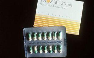 Une boîte et une plaquette de Prozac.