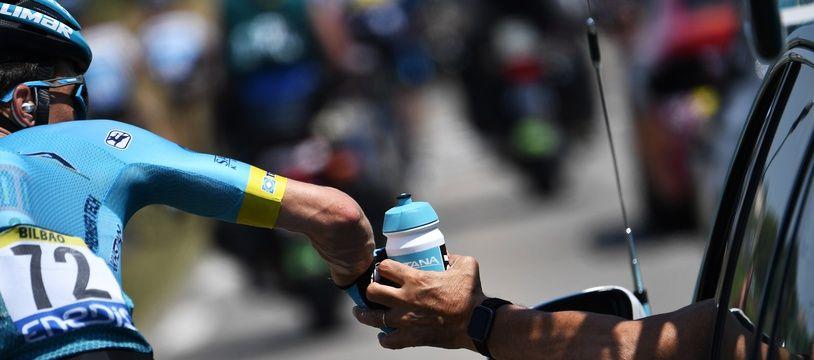 Un bidon passé lors du Tour de France