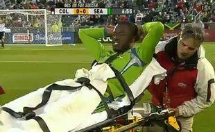 Capture d'écran de Steve Zakuani (Seattle) gravement blessé lors d'un match contre Colorado, le 23 avril 2011.
