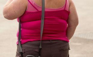 Une femme obèse.
