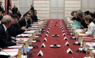 Gouvernement, syndicats et patronat réunis à l'Elysée pour le sommet social, le 18 février 2009.