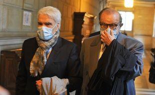 Bernard Tapie avec son avocat, à la Cour d'appel de Paris le 12 octobre 2020.