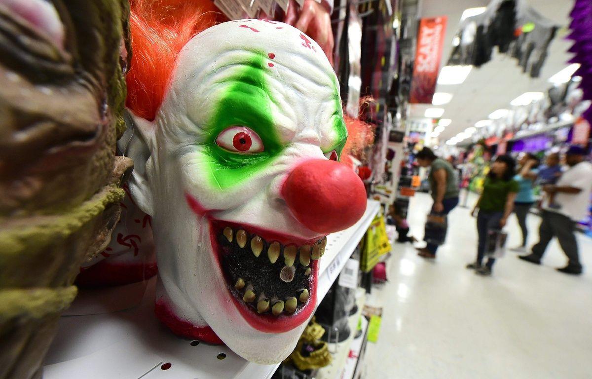 Un jeune déguisé en clown terrifiait les automobilistes. (image d'illustration) – AFP