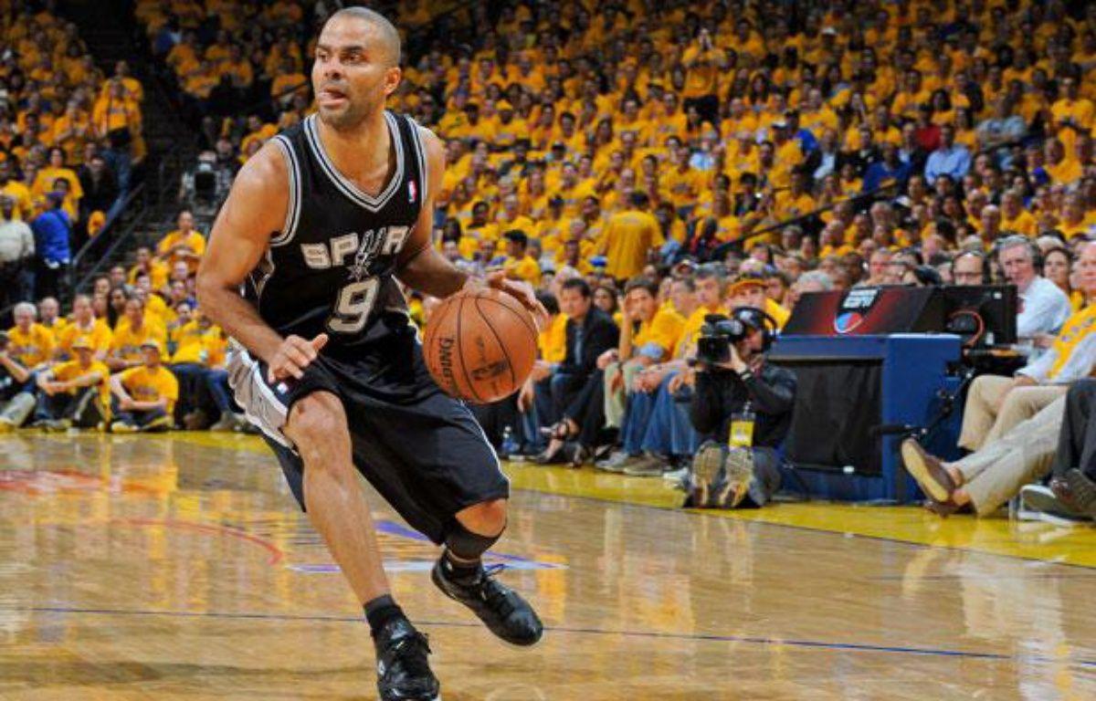 Le meneur des San Antonio Spurs Tony Parker lors du match contre les Golden State Warriors le jeudi 16 mai 2013. – ANDREW D. BERNSTEIN / NBAE / Getty Images / AFP