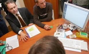 La mise en place du dossier médical personnel, un carnet de santé numérique peu utilisé par les professionnels, a coûté 500 millions d'euros depuis 2004, selon un document dont l'AFP a obtenu copie samedi, révélé par le Parisien.