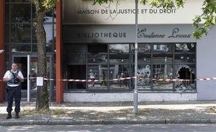 La bibliothèque associative des Dervallières a été incendiée.