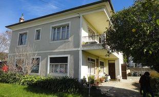 La maison est située sur le chantier de la voie de 40 mètres.