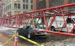 Une grue s'est effondrée dans une rue de Manhattan (à New York), le 5 février 2016.