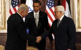 Le président américain Barack Obama en compagnie du chef de l'Autorité palestinienne, Mahmoud Abbas (D), et du Premier ministre israélien, Benjamin Netanyahou (G), à New York, le 22 septembre 2009.