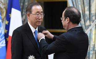 Ban Ki-moona reçu ce jeudila Légion d'honneur des mains de François Hollandepour sa contribution à la lutte contre le réchauffement climatique.