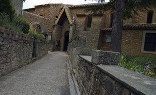 Le 29 juin 2012, le chemin menant de l'église et au musée de Rennes-le-Château dans l'Aude, où vécut l'abbé Saunière, dont l'origine de la fortune reste mystère.