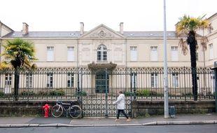 La façade de l'ancien hôpital Hôtel Dieu à Rennes, qui sera réaménagé.
