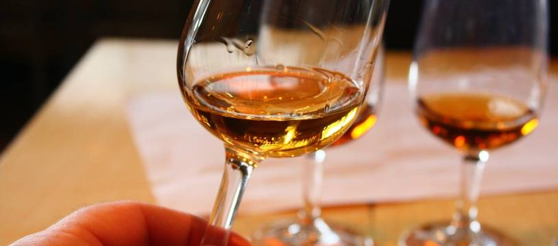 Illustration d'une dégustation de whisky.