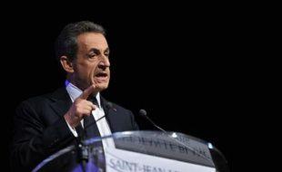 Nicolas Sarkozy lors d'un meeting à Saint-Jean-Le-Blanc (région Centre-Val-de-Loire), le 2 décembre 2015