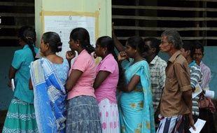 La minorité tamoule du Nord du Sri Lanka s'est rendue nombreuse aux urnes samedi dans l'espoir que ce scrutin historique ouvrira la voie de l'autonomie après des décennies de guerre qui ont fait plus de 100.000 morts.