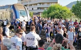Le vendredi 13 juillet 2018, des usagers occupent les voies à Nice-Riquier