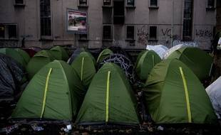 Des tentes d'un campement de migrants, porte d'Aubervilliers, en octobre 2019.