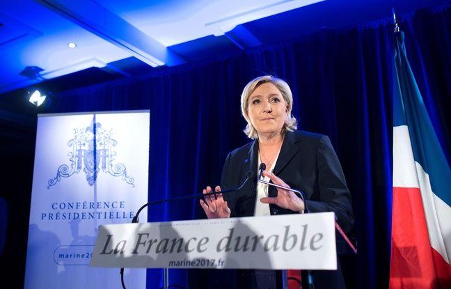 Marine Le Pen en conférence de presse à Paris.