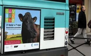L'affiche du Salon de l'Agriculture sur un autobus parisien, le 19 février 2015