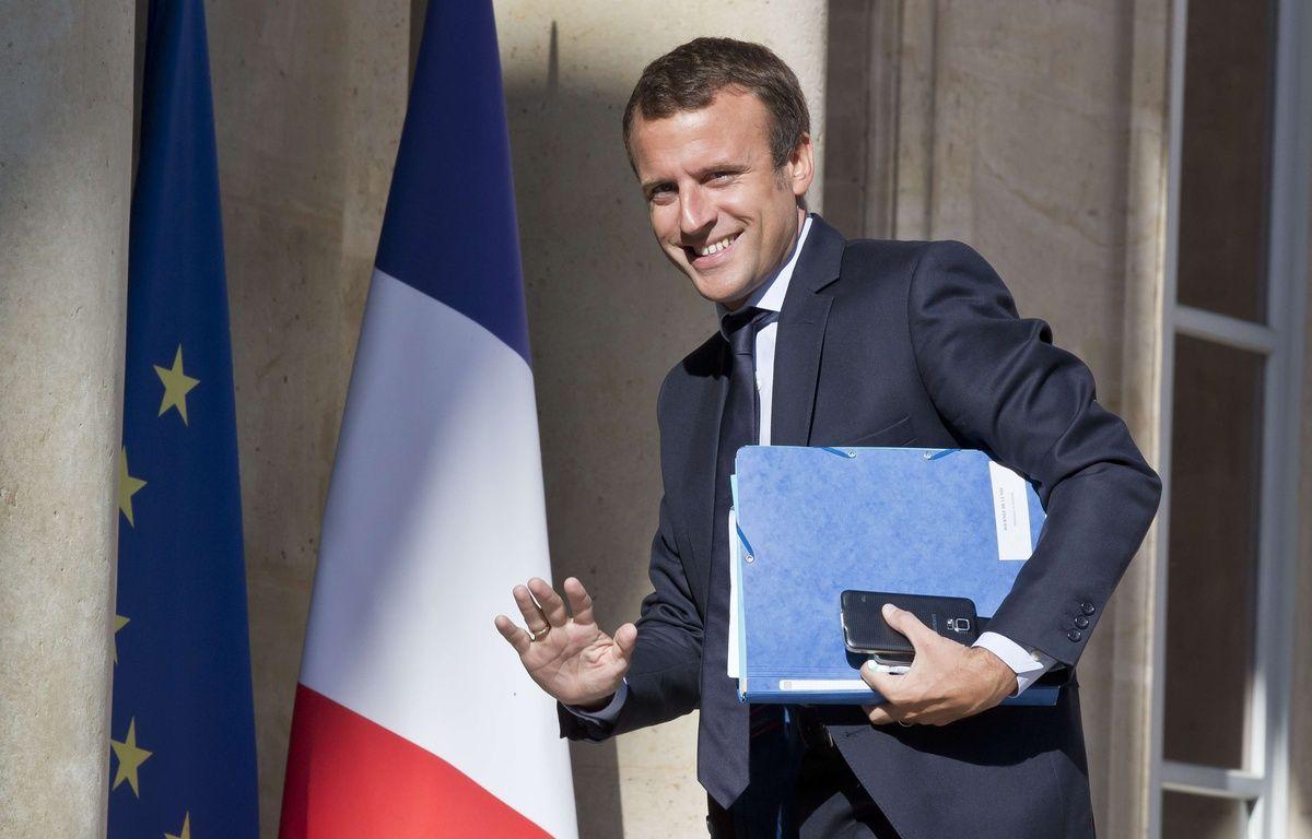 Emmanuel Macron sur le perron de l'Elysée, le 22 août 2016 à Paris.  – Michel Euler/AP/SIPA