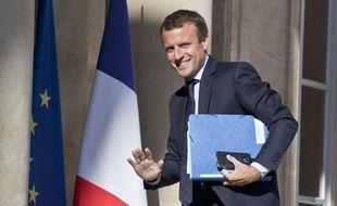 Emmanuel Macron sur le perron de l'Elysée, le 22 août 2016 à Paris.