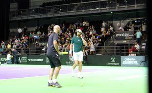La légende Andy Murray, ici à l'échauffement avant son entrée en lice à l'Open de tennis de Rennes.