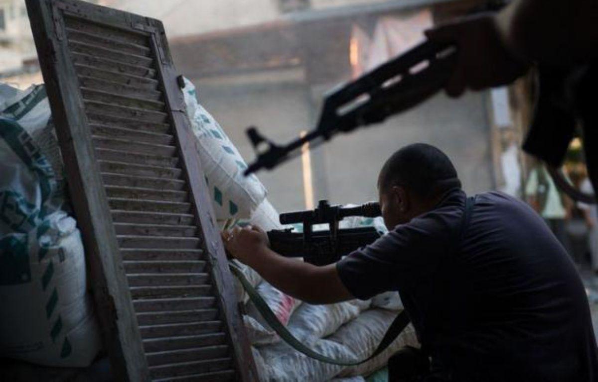 Alors que la mort fait partie du quotidien des Syriens depuis des mois, au moins 109 personnes --65 civils, 29 soldats et 15 rebelles-- ont été tuées dans des violences à travers le pays notamment à Damas, selon l'Observatoire syrien des droits de l'Homme (OSDH). – Phil Moore afp.com