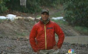 Capture d'écran d'un reportage de NBC du 28 février 2014 où l'on voit le journaliste Miguel Almaguer les pieds dans la boue.