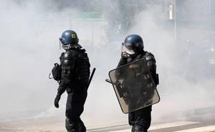 La manifestation du 1er Mai a dégénéré à Rennes quand les forces de l'ordre ont voulu intervenir dans le cortège.