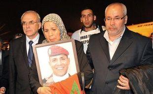 Les familles des victimes, Nicolas Sarkozy et le CSA ont exhorté mardi les médias à ne pas diffuser la vidéo des assassinats de Mohamed Merah reçue par la chaîne Al Jazeera, à l'heure où Paris s'indignait de la menace de plainte du père du jihadiste.