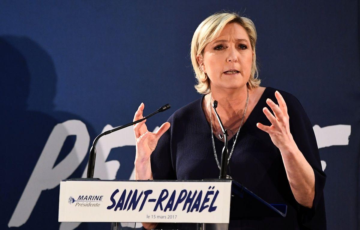 Marine Le Pen en meeting à Saint-Raphaël (Var), le 15 mars 2017.  – BORIS HORVAT / AFP