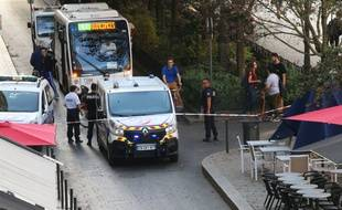 Le cours du Chapeau Rouge à Bordeaux a été bouclé par les forces de l'ordre