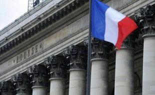 Les principales Bourses d'Europe ont ouvert en nette baisse lundi, accusant le choc de la défaite des partis pro-austérité en Grèce et inquiètes de la future politique du vainqueur de la présidentielle en France, François Hollande.