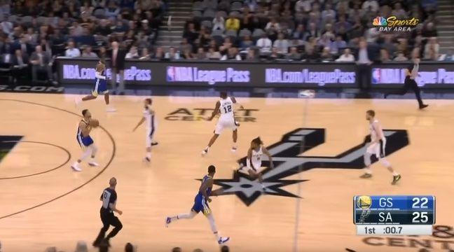 VIDEO. Stephen Curry marque un panier... depuis sa ligne des trois points