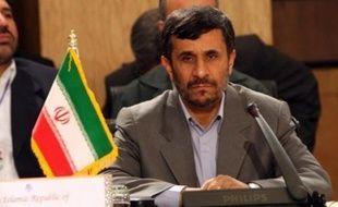 """L'Iran a accueilli ce message """"favorablement"""" mais avec prudence, soulignant attendre des Etats-Unis des actes concrets pour réparer leurs """"erreurs passées""""."""