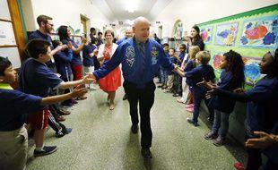 Scott Kelly rencontre les élèves d'une école primaire dans le New Jersey, le 19 mai 2016.