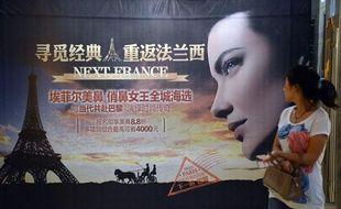 Des publicités vantent l'opération qui permet aux jeunes Chinois d'arborer un nez en forme de Tour Eiffel.