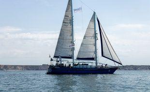 La goélette d'Expédition 7e continent embarquent, depuis 2013, scientifiques et explorateurs pour comprendre  la pollution plastique des mers et océans.