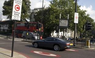 Une voiture entre dans la zone soumise au péage urbain, à Londres.