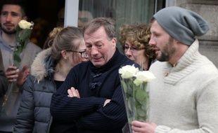 Alain Vastine (au centre) lors d'un rassemblement en hommage à son fils Alexis le 10 mars 2015.